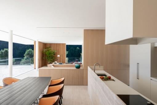 Salón-comedor y cocina en estilo abierto