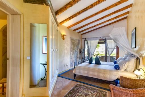 Dormitorio doble con acceso al jardín