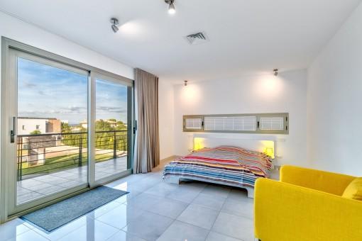 Dormitorio doble con acceso al balcón