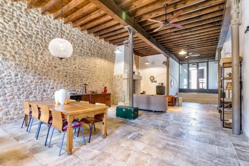 Salón-comedor impresionante en estilo loft