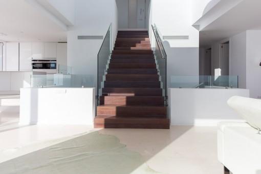 Escalera sube al planta arriba