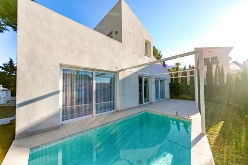 Chalet moderno con una alta calidad de construcción y piscina en una zona tranquila cerca de Alcúdia