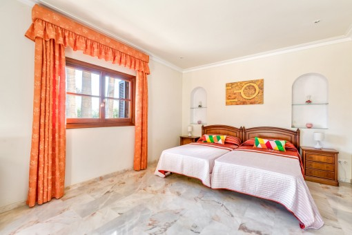 Vistas alternativas del dormitorio principal