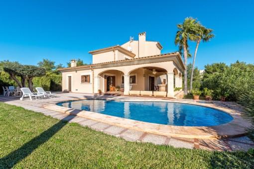 Maravillosa piscina y jardín