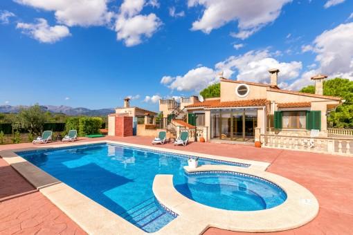 Maravillosa zona de terraza con piscina