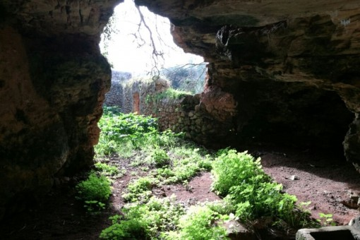 A dentro de la cueva
