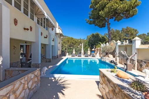 Zona de piscina mediterránea