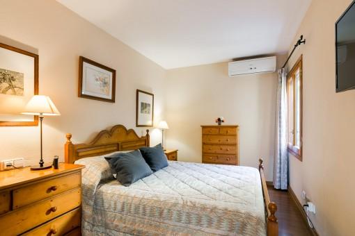 Dormitorio autóctono con aire acondicionado