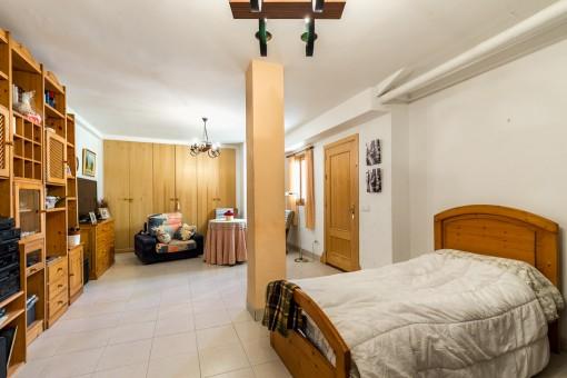 Espacioso dormitorio doble en la planta baja