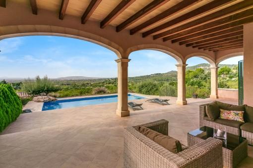 Terraza cubierta con maravillosas vistas al paisaje