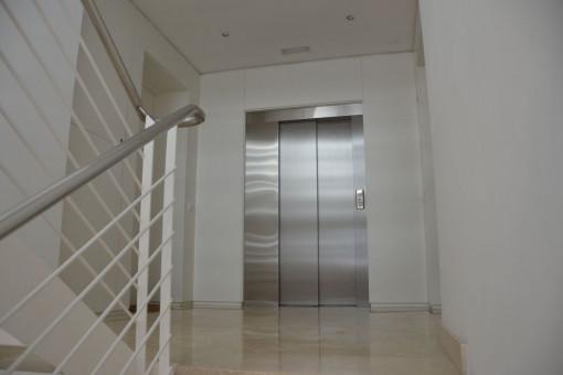 El apartamento está accesible via ascensor