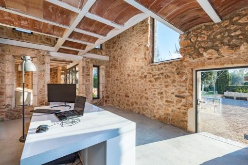 Oficina fantástica y muy luminoso