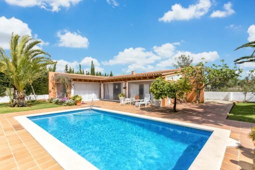 Separada casa de piscina de la propiedad