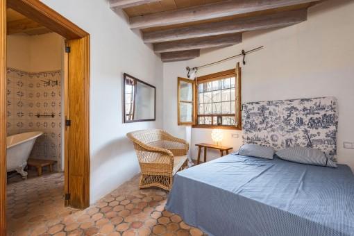 Luminoso dormitorio doble con baño en suite