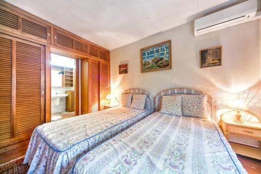 Uno de 9 dormitorios con baño en suite