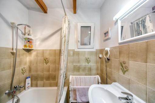 El segundo baño con bañera