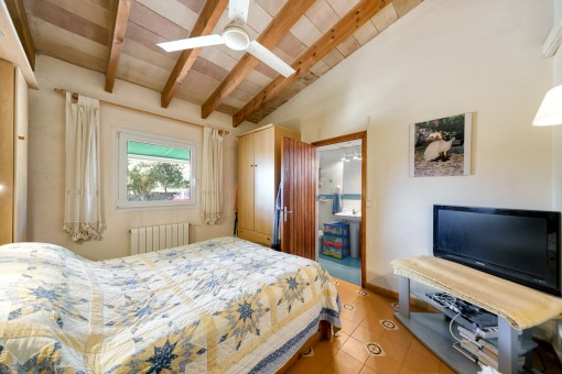 Confortable dormitorio doble con baño en suite