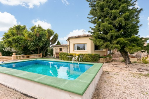 Hermosa piscina de 27 metros cuadrados para días de verano
