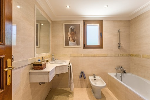 Uno de 8 baños en suite