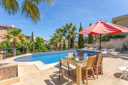 Maravillosa zona de piscina para los días de verano