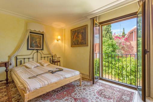 Uno de 8 dormitorios con luz natural