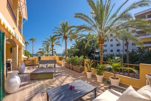 Preciosa terraza de 70 metros cuadrados con zona de relax