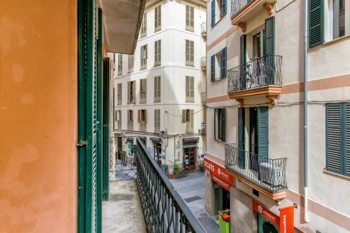 Agradable balcón en estilo mallorquín