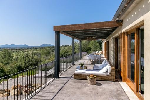 Área de lounge en el balcón