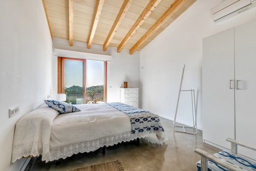 Encantadoras vigas de madera en los techos