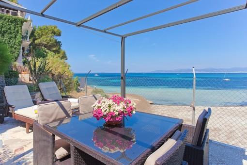 Chalet privilegiado en la playa con apartamento separado en Son Veri Nou