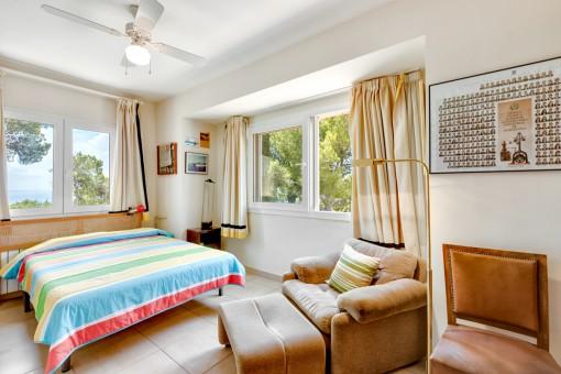 Dormitorio doble con vistas al mar