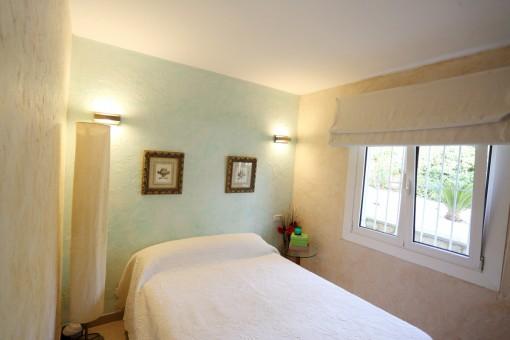 La casa ofrece 3 dormitorios