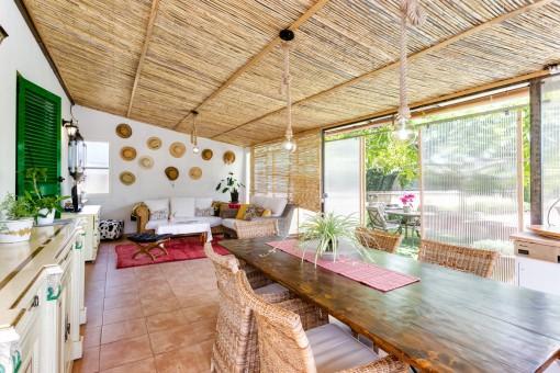 Encantadora casa para los invitados con terraza