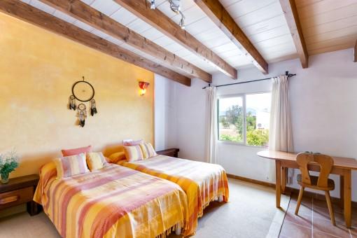 Uno de en total 7 dormitorios