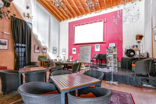 Sala de 100 metros cuadrados para eventos o conciertos