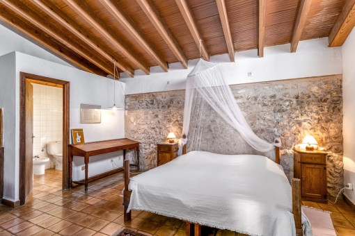 Hermoso dormitorio doble con baño en suite