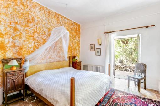 Luminoso dormitorio con acceso desde el exterior