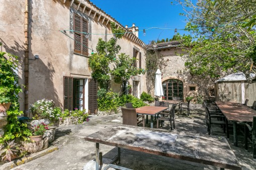 El patio romántic ofrece amplio espacio