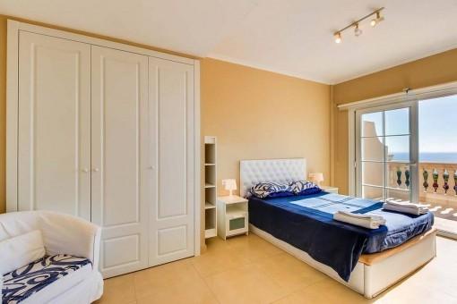 Bonito dormitorio doble con terraza