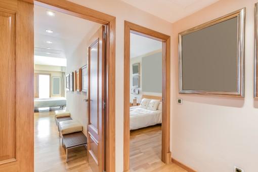 Vistas desde el corredor a los dormitorios
