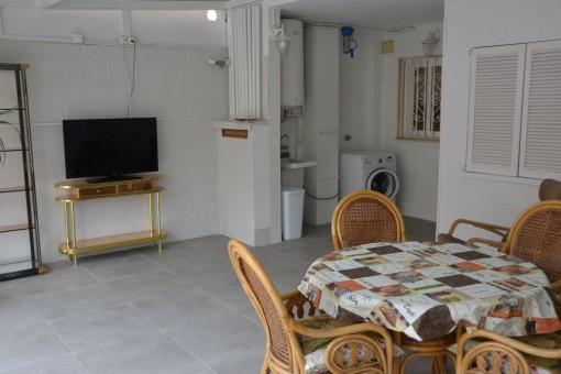 Vistas alternativas de la sala en la planta baja