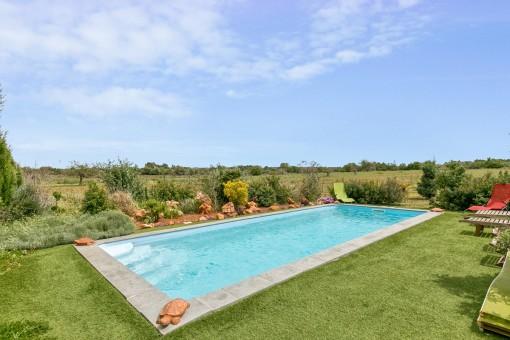La piscina idílica ofrece una privacidad total