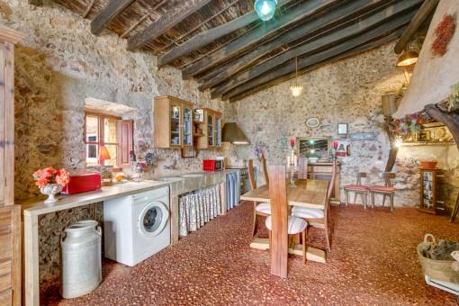Única cocina rústica en estilo traditional