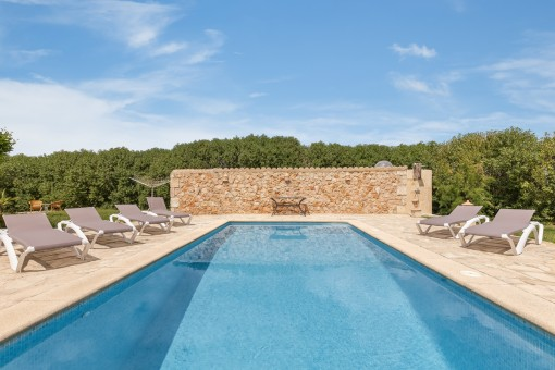 Hermosa piscina de agua salada