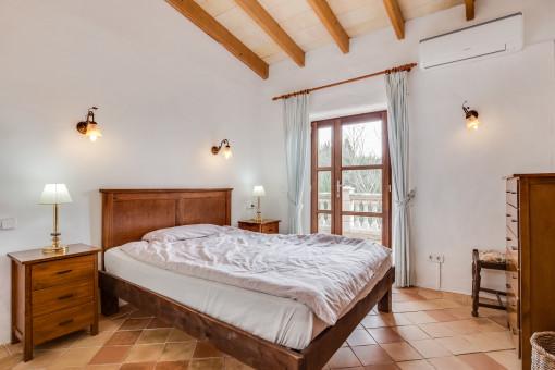 Luminoso dormitorio doble con acceso a la terraza