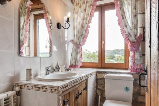 Baño en un estilo muy tradicional