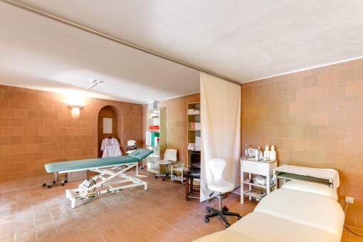 El hotel ofrece habitaciones para tratamientos de estética