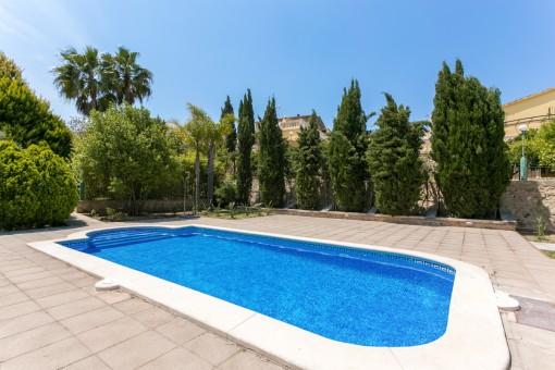 La piscina invita a disfrutar el verano