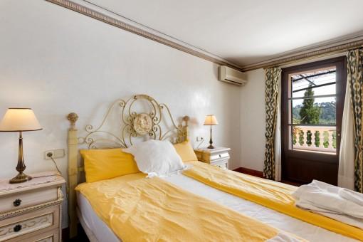 Luminoso dormitorio con acceso a la terraza