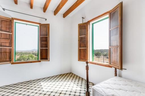 Dormitorio con vistas al paisaje